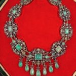 Los relojes y el marfil sobresalen en la subasta de joyas de Retiro